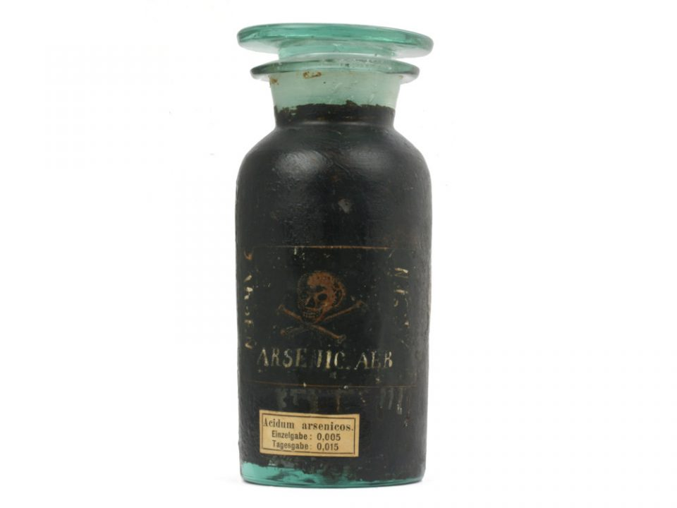 apoth-jar-arsenic-skull-104