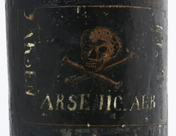 apoth-jar-arsenic-skull-105