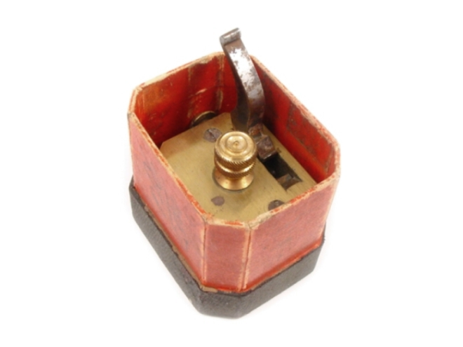 scarificator-square-brass-boxed-103