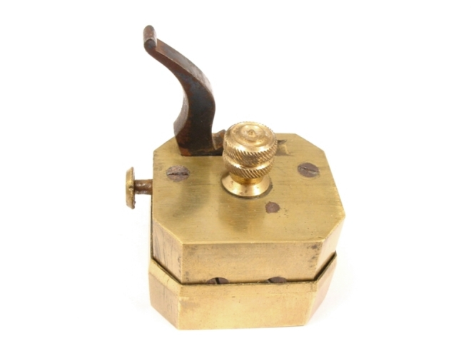scarificator-square-brass-boxed-104